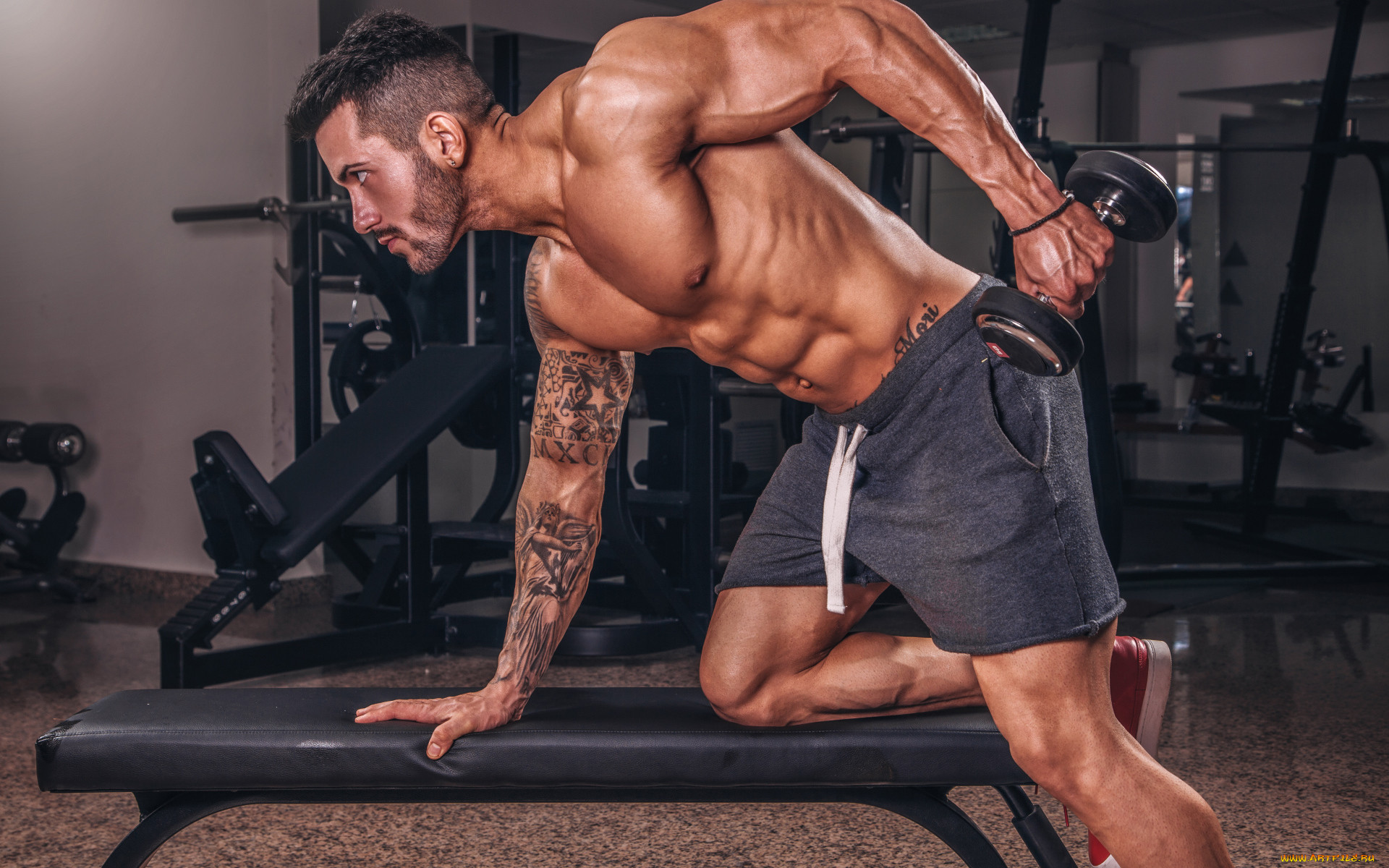 мужские фотосессии в фитнес зале время его